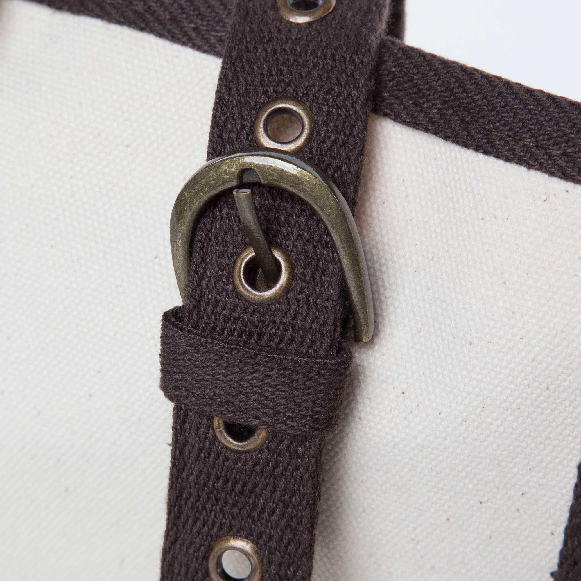 Adjustable buckle closure